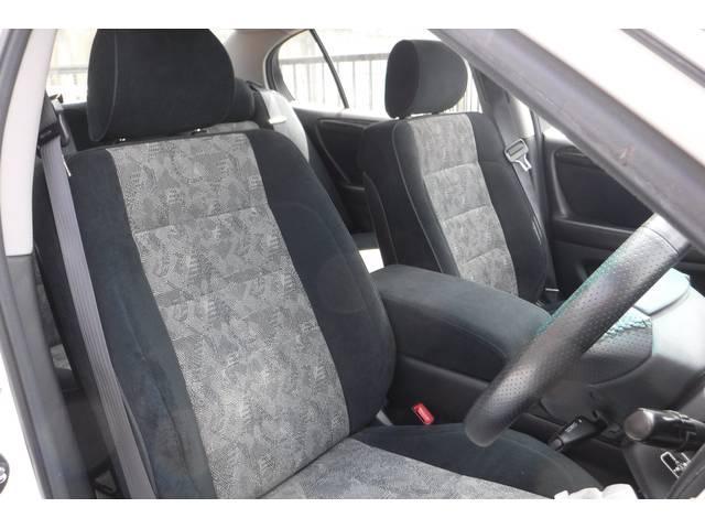 内装のシートも、破れ等無くコンディションもバッチリですので、是非現車確認して下さい!やはり、本革シートは違います!!後席もシートの状態もコンディションはバッチリですし、当店オススメのお車です!