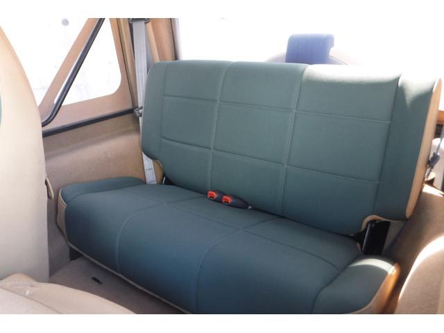 広々、後部座席!ゆったり座って頂けます。