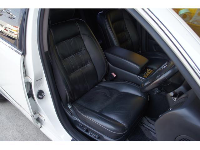 運転席シート詳細。説明が必要な不具合は無く状態はとても良いです。電動シートでシートヒーター付き。