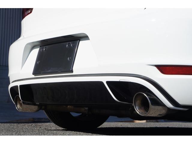 社外品のマフラーはMAGNAFLOW(マグナフロー)のCAT-BACK DUAL EXHAUST SYSTEM(キャタバックデュアルエキゾーストシステム)車検対応品ですがそこそこの音量を楽しめます。