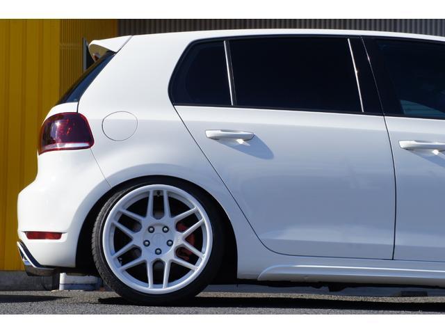 リア車高調はワンオフ製作品。シルクロード社製ショートストロークフルタップ車高調です。減衰8段調整付き。バネレートは8kで既製品の車高調では実現できない低さと乗り心地の良さ。
