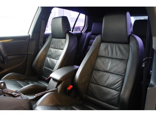 助手席シート詳細。運転席と同じく型崩れなし。助手席もシートヒーターが付いています。