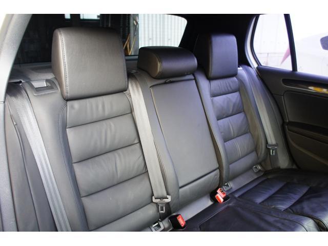 内装全体に目立つ汚れやスレ、ヘタリなく非常に綺麗な状態を保っております。きっと気に入って頂けます。内外装を含め車両状態に自信があります。是非実車をご覧下さいませ。