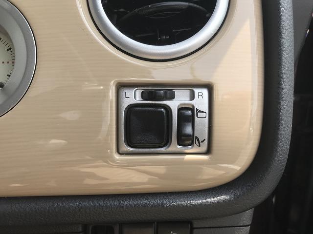 電動格納ミラーだからミラーの開閉、調整もボタンひとつでOK!