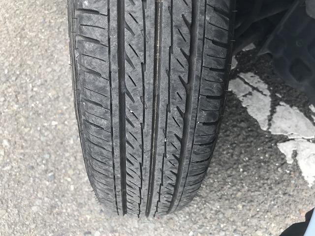 タイヤの残り溝はこんな感じです。