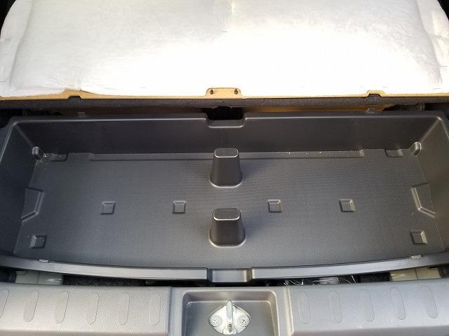 荷室の床下にも収納スペースがあります。