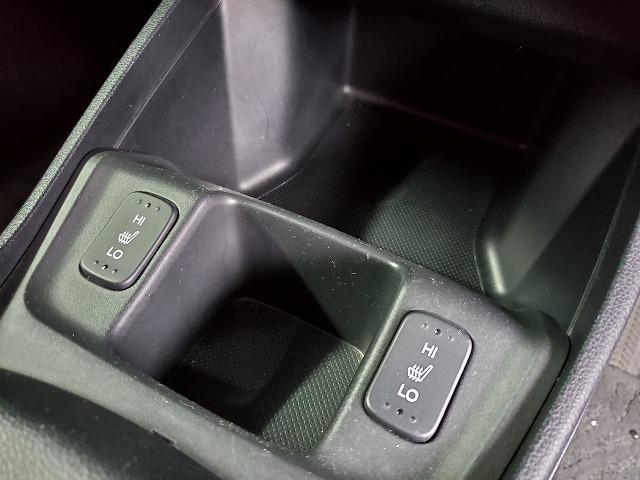 前席にシートヒーターも装備されています。