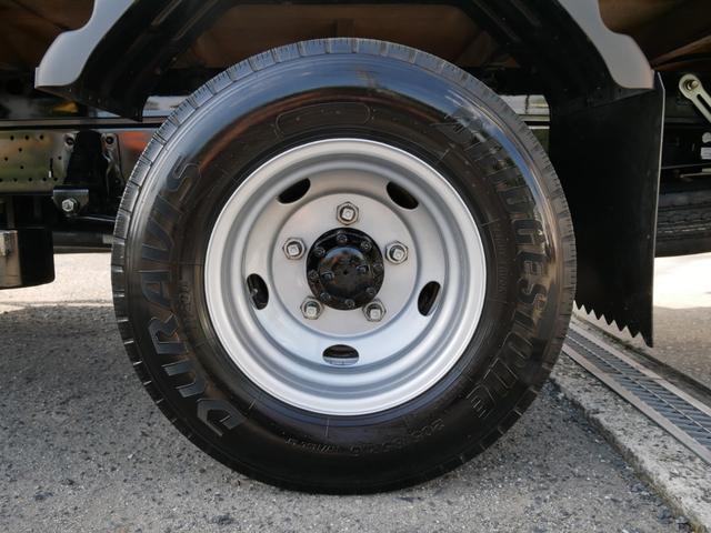 リヤタイヤ 205/85R16