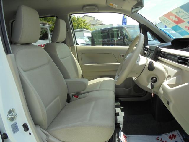 フロントシートは、ベンチシートです。足元も広く、ゆったりとドライブが楽しめます!