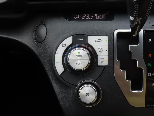 シフトレバー周辺は操作性の良さを高めたデザインです☆ドライバーはストレスなくシフトチェンジができます!