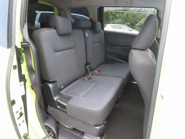 後部座席も当然、綺麗・清潔に仕上げております!シートの材質や座り心地など、ぜひ店頭でお確かめください☆
