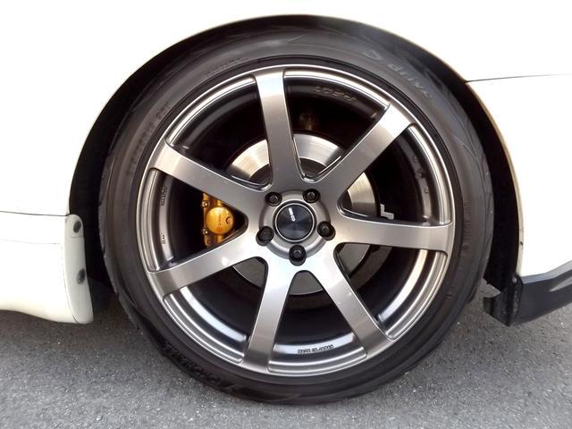 ブレンボキャリパー■エンケイPF07 19インチAW装着■タイヤはヨコハマS.drive装着■タイヤ溝もまだまだ走れます■フルタップ車高調にてローダウン済みでバッチリキマッテますよ■
