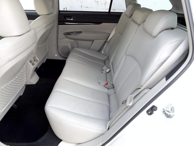 広々とした後部座席は大人が乗っても十分なゆとりが有ります■長距離のドライブでも快適なお車です■全国対応長期36ヶ月保証付■さらに保証内容充実のアップグレード保証にもご加入可能です■