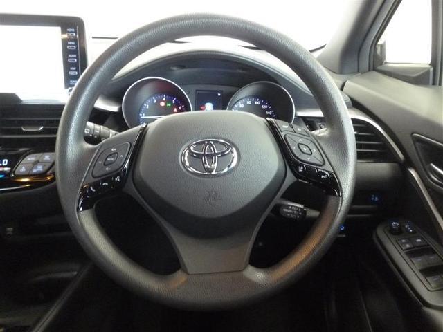 操作性のよい運転席周りは運転の疲れを感じさせません。