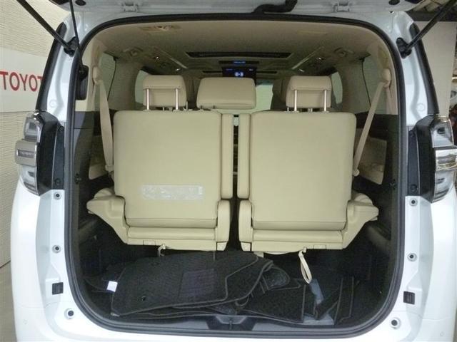 荷室部も大きく、荷物の出し入れも便利です。