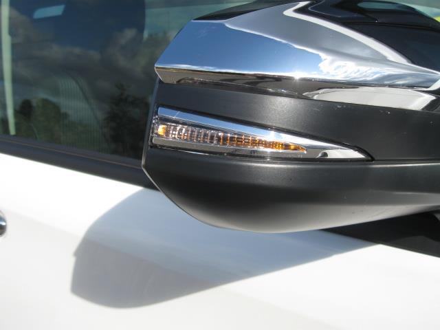 サイドターンランプ付ドアミラーは左右折時に周りの車や歩行者から視認性を確保します☆