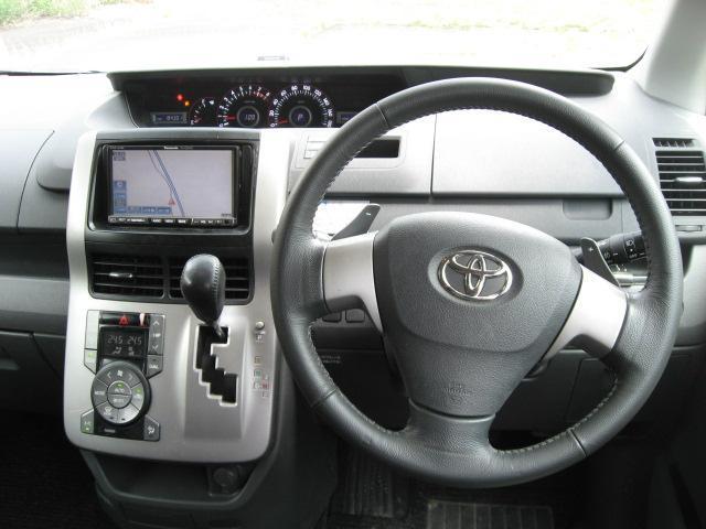 「トヨタ」「ヴォクシー」「ミニバン・ワンボックス」「兵庫県」の中古車4