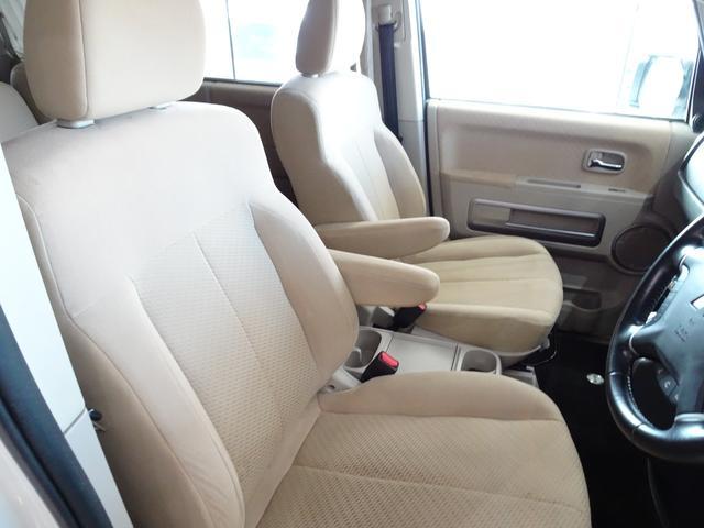 カラーガイド付きバックモニター搭載でバック時にモニターに鮮明に映ります。バック駐車が苦手な方でも安心して運転できますね!