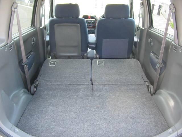 リヤシートを倒せば荷室がフラットに!大きな荷物もラクラク載せる事が可能!