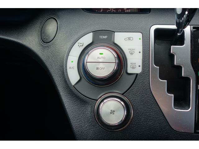 オートエアコン&ダイヤル式ヒーターコントロールパネル&スポーティで操作性の良いゲート式シフト