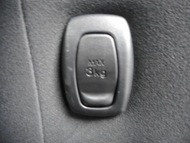 運転席の背中にシートフックが付いてます!買い物された時に3kg迄なら釣りさげる事が可能です。とっても便利で重宝します!