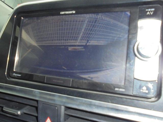 車庫入れが苦手な方もバックモニターがあればとても安心ですね♪後退時の死角部分をモニターに映し出してくれるのでギリギリまで後退できます。