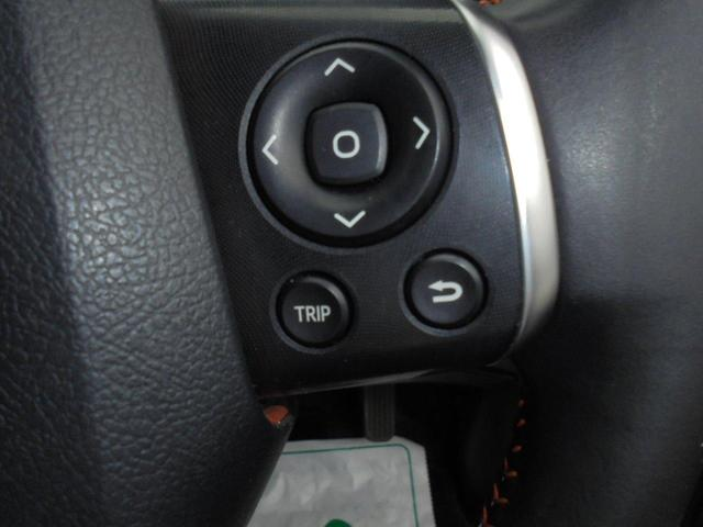 マルチインフォメーションの情報をハンドルから手を離さずに操作ができるので安全運転につながります。