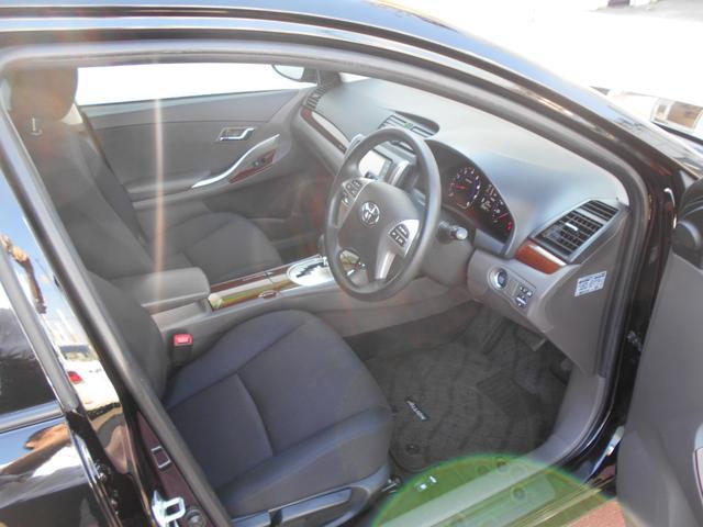 運転席ドアを開けると、こんな感じです。