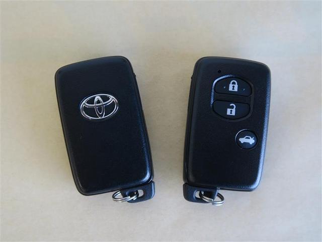 スマートキータイプの鍵です!キーを身に着けた状態で、エンジン始動や鍵の開け閉めが可能です(^^♪