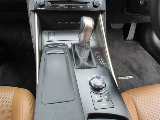 レクサス IS IS300h バージョンLサンルーフ本革プリクラシュ