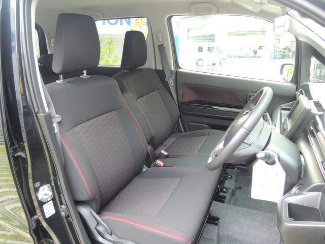 フロントベンチシートだから運転席足元もゆったり、広々快適です♪助手席へのウォークスルーも楽々可能☆