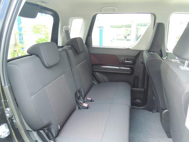 こちらお車の後部座席になっております。足組めるぐらい広々です(*'▽')