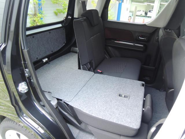後部座席は左右独立でシートスライド・リクライニングが可能な為、効率よくシートのアレンジが可能です♪