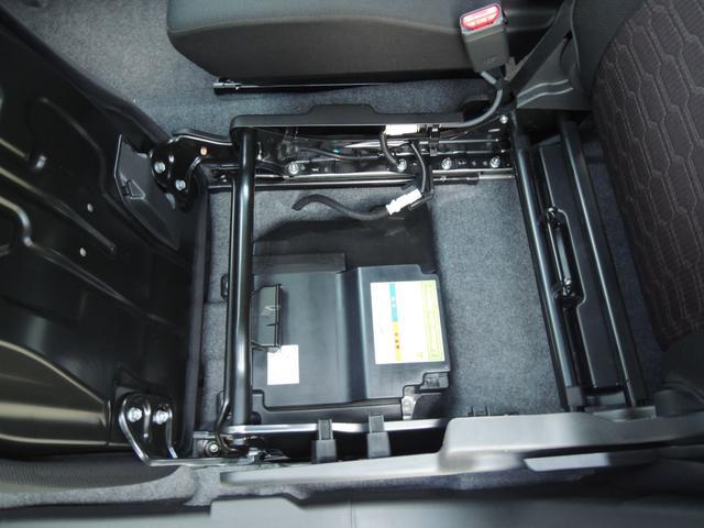 専用リチウムイオンバッテリー。大容量のリチウムイオンバッテリーを搭載。モーターによるクリープ走行や、頻繁なモーターアシストを可能にします。