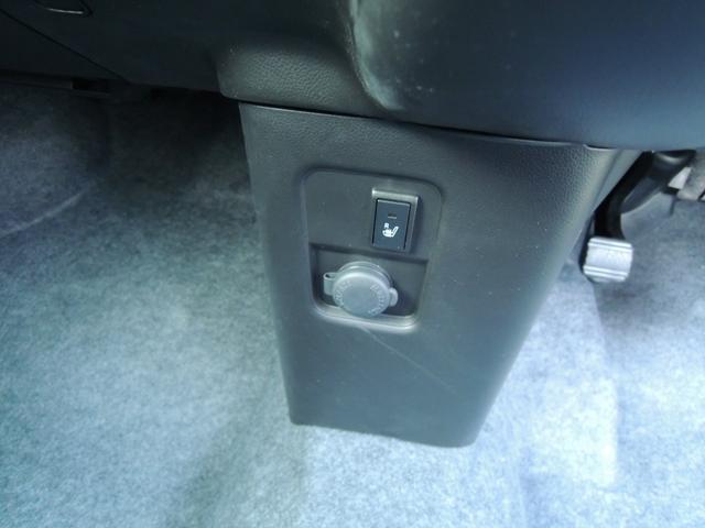 運転席座面にシートヒーター標準装備しました♪♪寒い冬の季節には大活躍の装備ですね☆