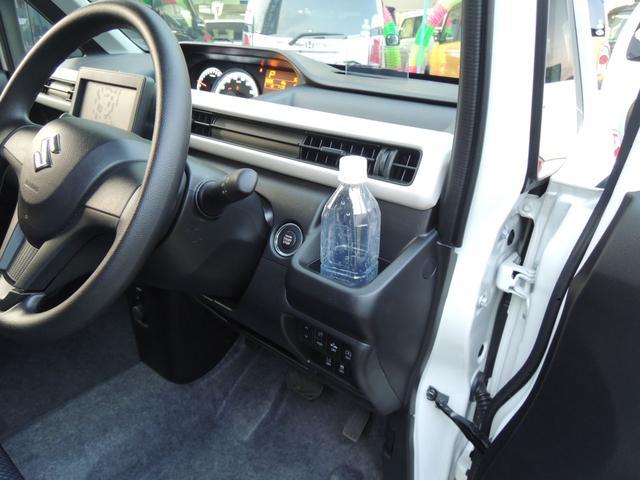 運転席・助手席側両方にドリンクホルダー標準装備☆