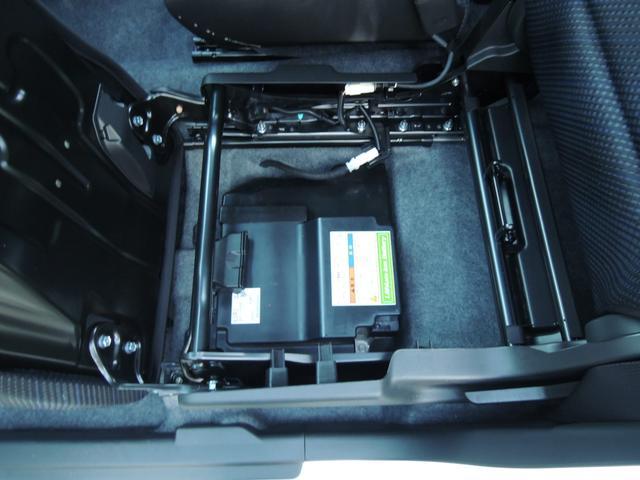 助手席の下にリチュウムイオンバッテリー搭載しております!!