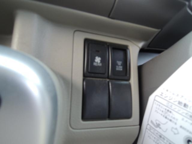 運転席からワンタッチで後席左側が開くパワースライドドア標準装備♪