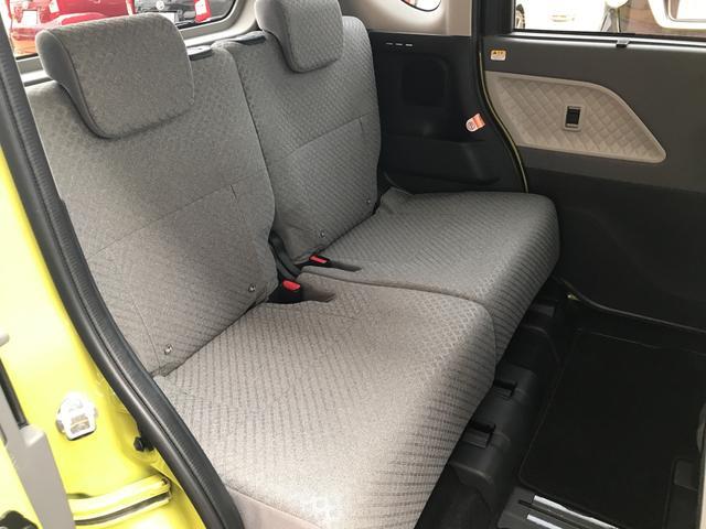 フロントシートはサポートばっちりで、長時間のドライブでも快適です。