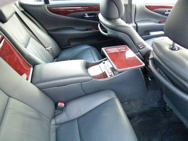 レクサス LS LS600hL後席セパレートシートパッケージ WALDエアロ