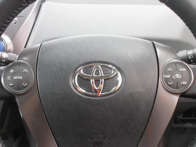 『ステアリングスイッチ』付きなので、運転中もハンドルから手を離さずにオーディオ操作する事ができます。