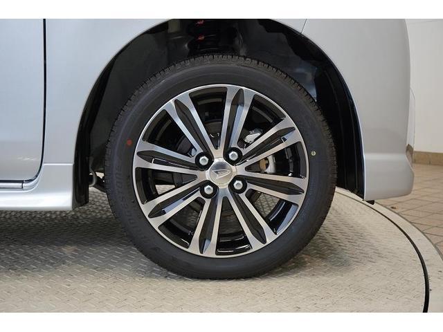 シルバーとブラックのコントラストが美しく映えるデザインの純正アルミホイールを装備!タイヤ溝は前後ともに6mmと十分に残っており、購入後も安心してお乗りいただけます♪