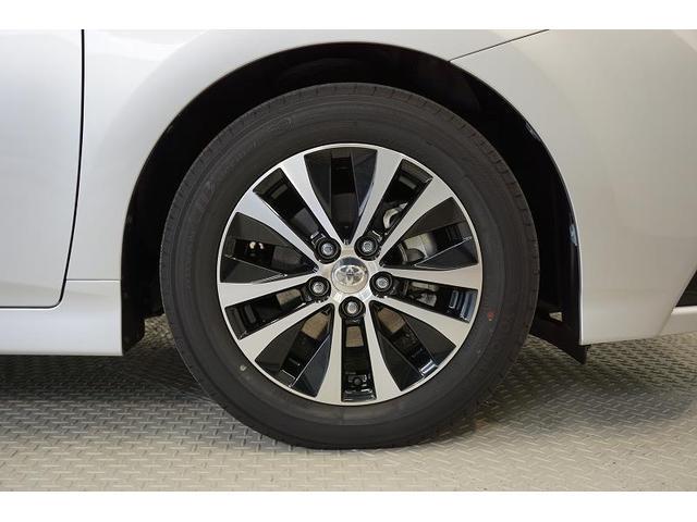 シルバーとブラックのコントラストが美しく映えるデザインの純正アルミホイール!タイヤ溝は、フロント6mm・リヤ5mmと残っており、まだまだ安心してお乗りいただけます♪