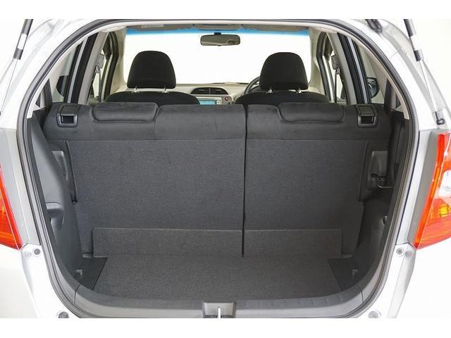 5人乗っても、たっぷり積める大容量のラゲージスペース!大きくて低い開口部により、重たい荷物を高く持ち上げずに出し入れできます。