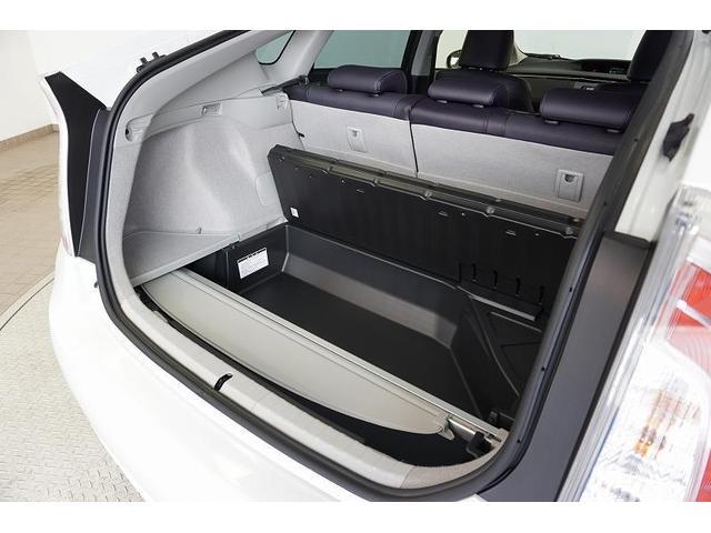 床下収納のデッキアンダートレイには、小物類だけでなく取り外したトノカバーも収納できて、大変便利です♪