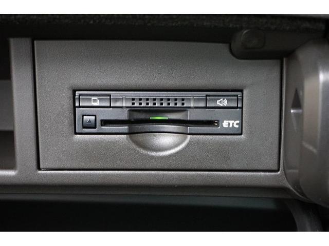 高速道路の乗り降りもノンストレス♪ビルトインタイプのETCを装備!取り付けも目立たないところにしてあり、万が一の際も安心です☆