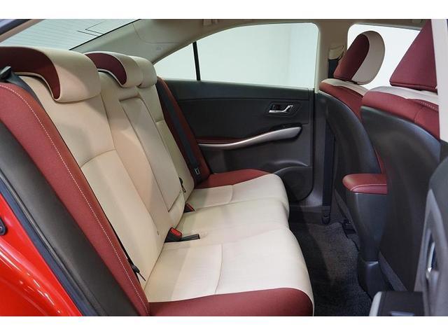 座り心地のよいシートをゆったり配慮し、2列目シートの足もとスペースにもゆとりをもたせました。