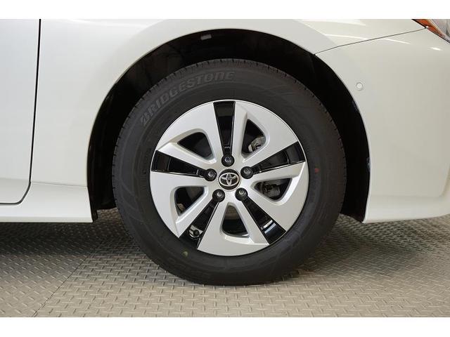 精度が高く、走行安定性に優れている純正アルミホイール!タイヤ溝は前後ともに6mmと十分に残っており、購入後も安心してお乗りいただけます♪