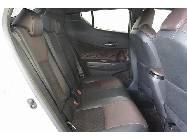 座り心地のいいリヤシート!後席空間もしっかり確保しています。