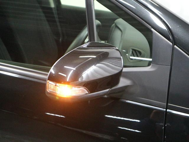 ドアミラーにウインカーが付いていて歩行者や、バイクにも見られやすいので安全です